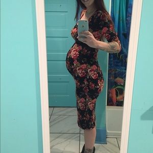 Dresses & Skirts - Maternity floral dress, fitted, size small.